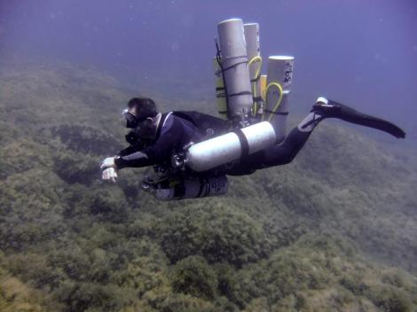 Steve, one of my sidemount instructors, demonstrating the Razor Harness.